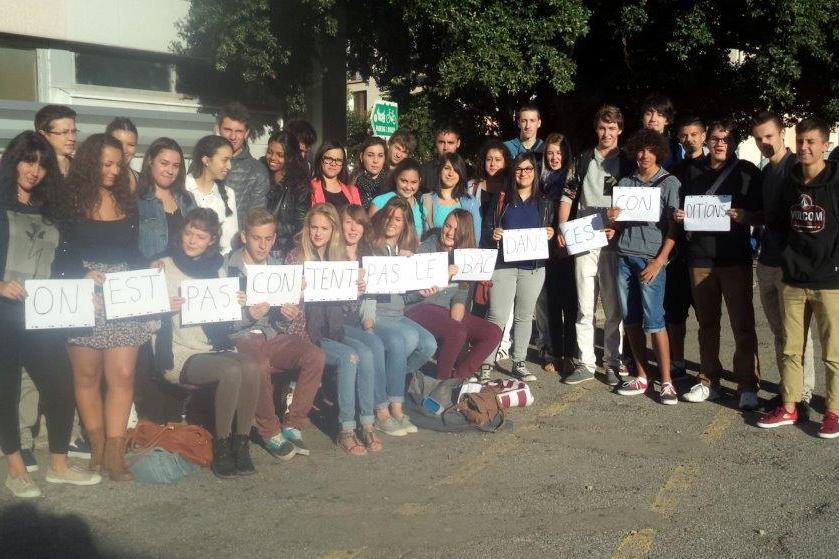 La Terminale ES du Lycée Paul Arène de Sisteron dit non aux classes surchargées