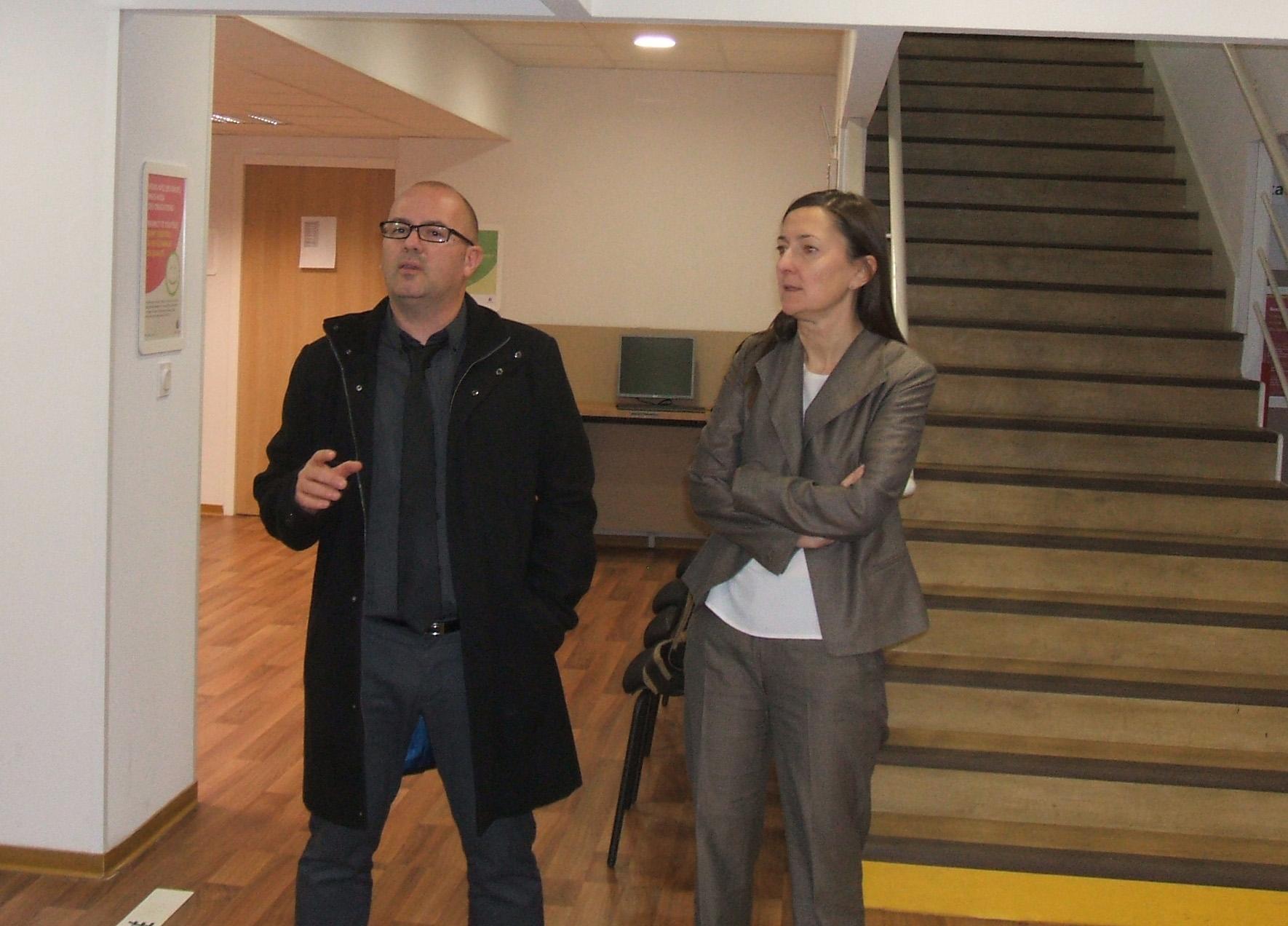 Karine Berger en visite au Pôle Emploi de Gap.