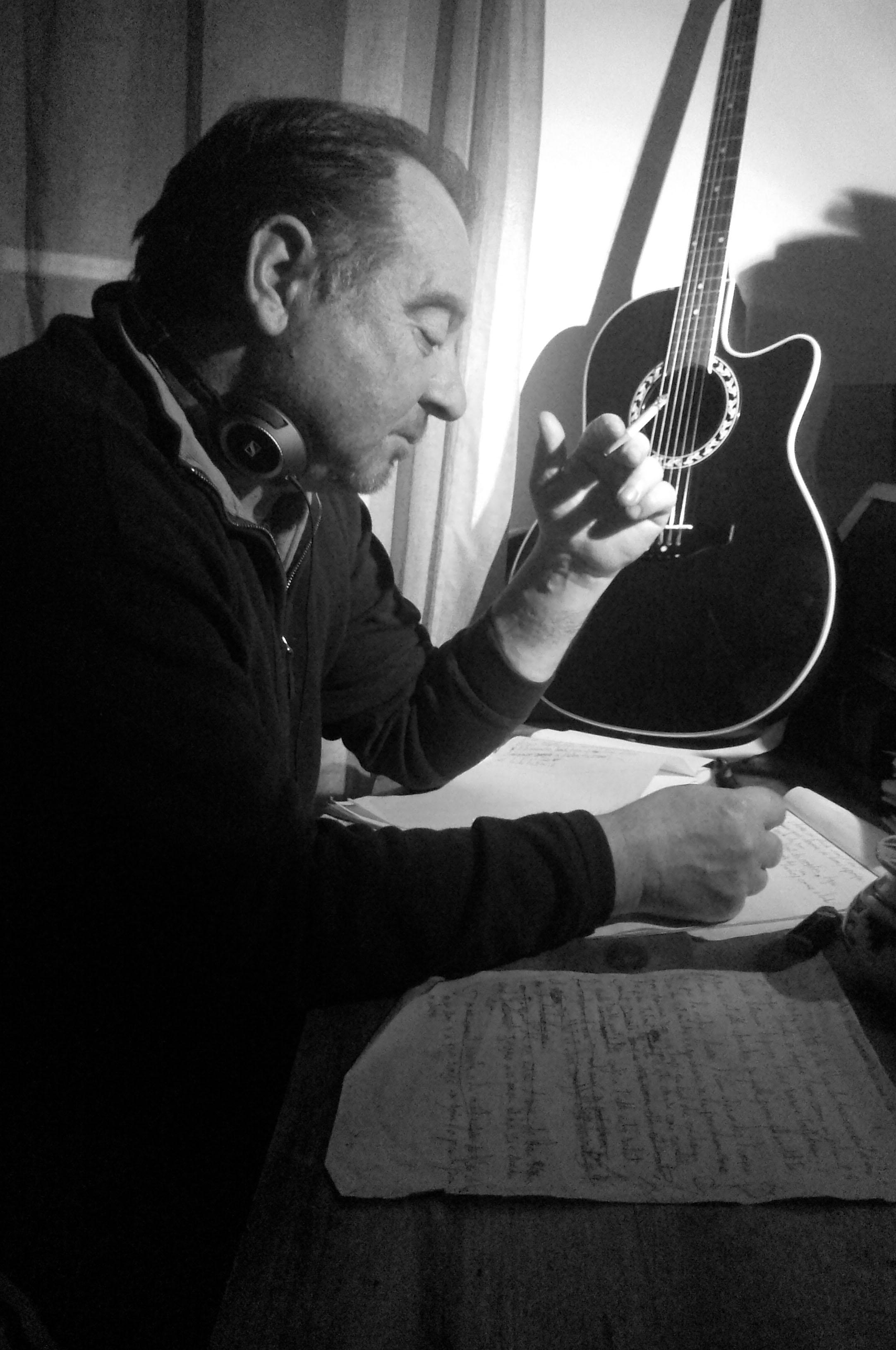 Musik d'ici et d'ailleurs : Eric Carrizey, présentation d'un auteur compositeur qui n'a jamais laché l'affaire.
