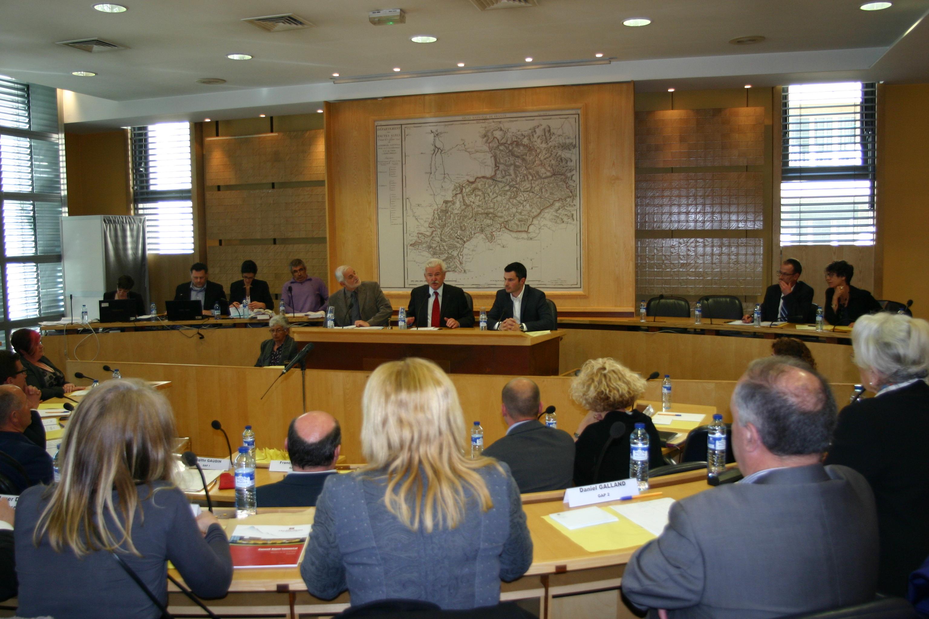 L'élection du président du conseil départemental des Hautes-Alpes fut mouvementée…