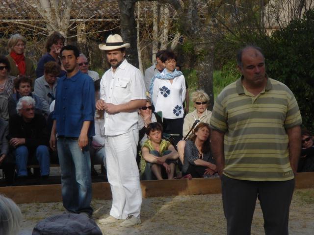 """""""Les Pieds tanqués"""" sur le terrain de boules de Quinson, théâtre et émotion"""
