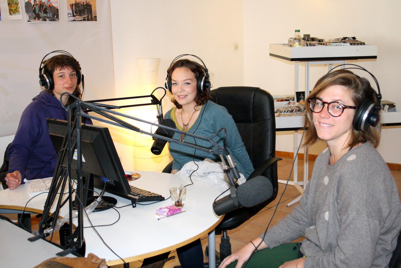 En caravane curieuse avec Julie et Anne, les mémoires de Provence se recueillent