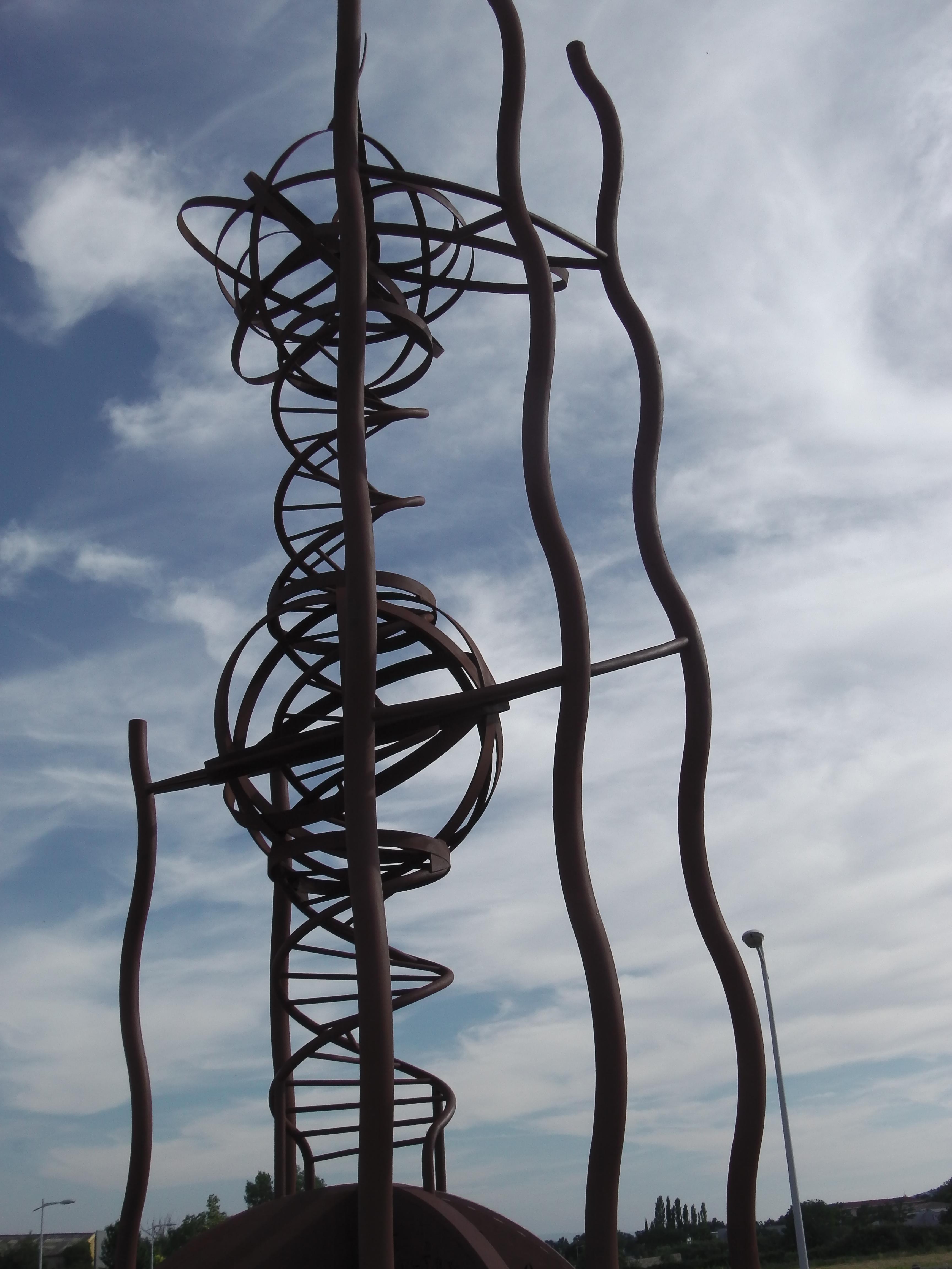 La statue de la connaissance universelle du lycée des métiers Martin-Bret