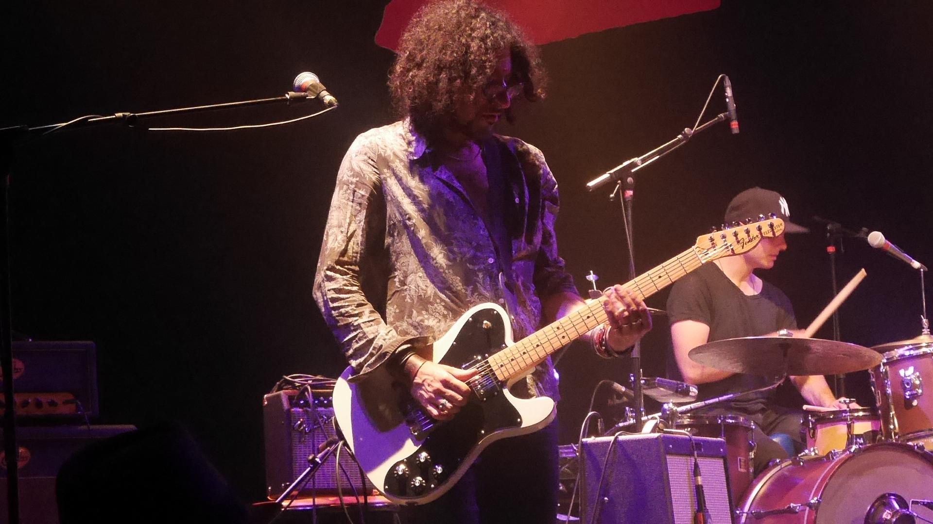 Ej@mslive a fêté la guitare et les cordes…