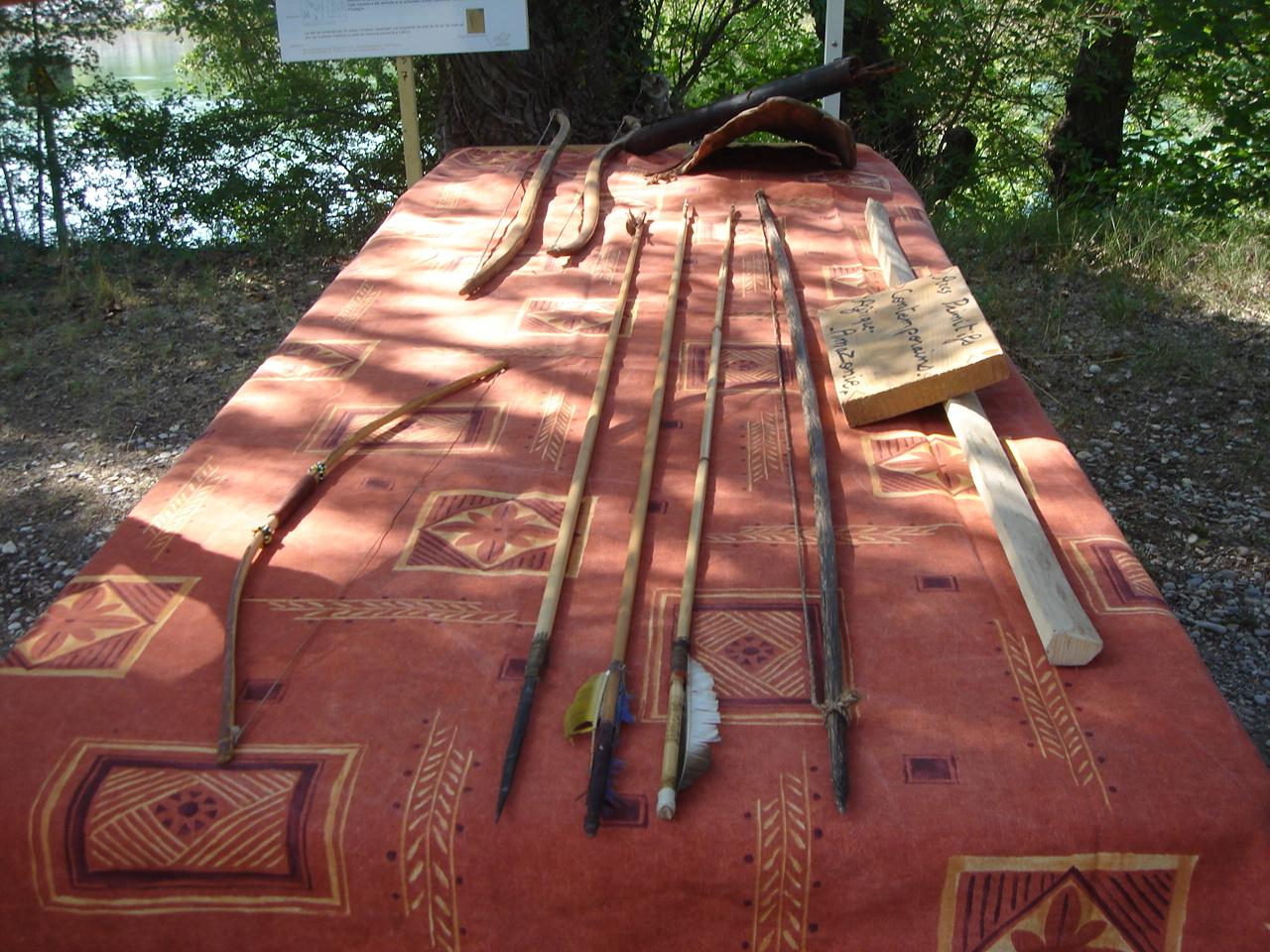 L'arc primitif : instrument de musique, arme de chasse ?