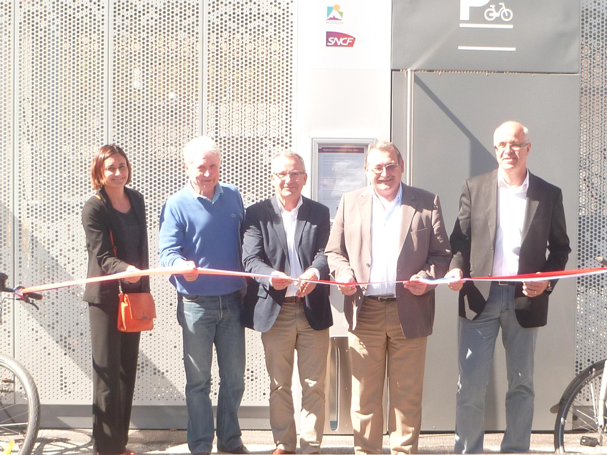 Inauguration du nouvel abri à vélo à la gare de Briançon en présence de Jean-Yves Petit