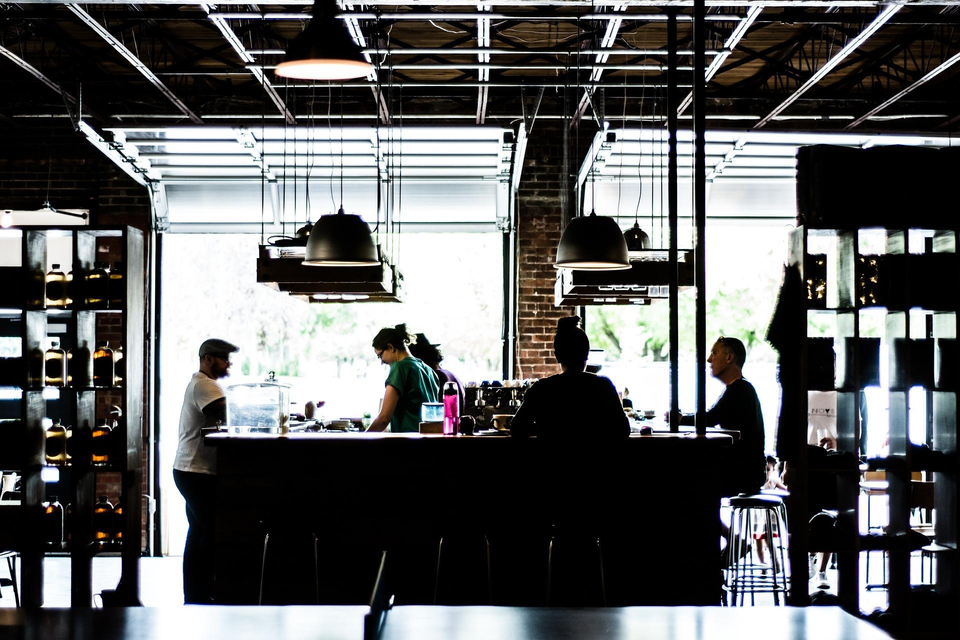 Une nouvelle formation serveur brasserie café sur le comptoir du Greta