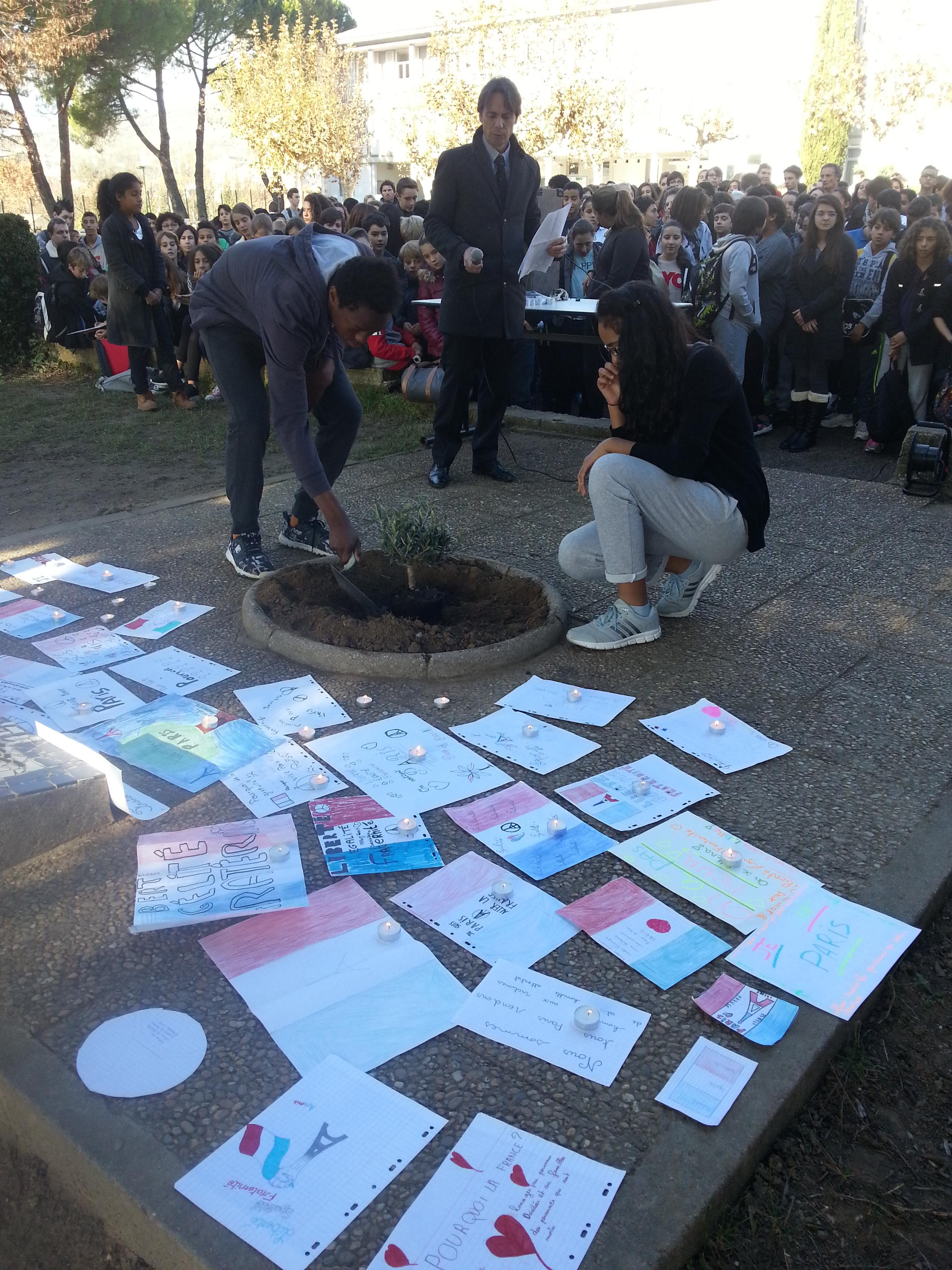 Attentats de Paris : le jour d'après vu par les élèves et professeurs  du collège du Mont d'Or