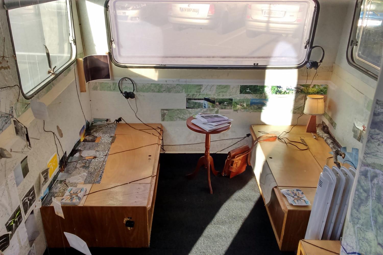 La caravane curieuse devient un curieux musée  à Château-Arnoux !