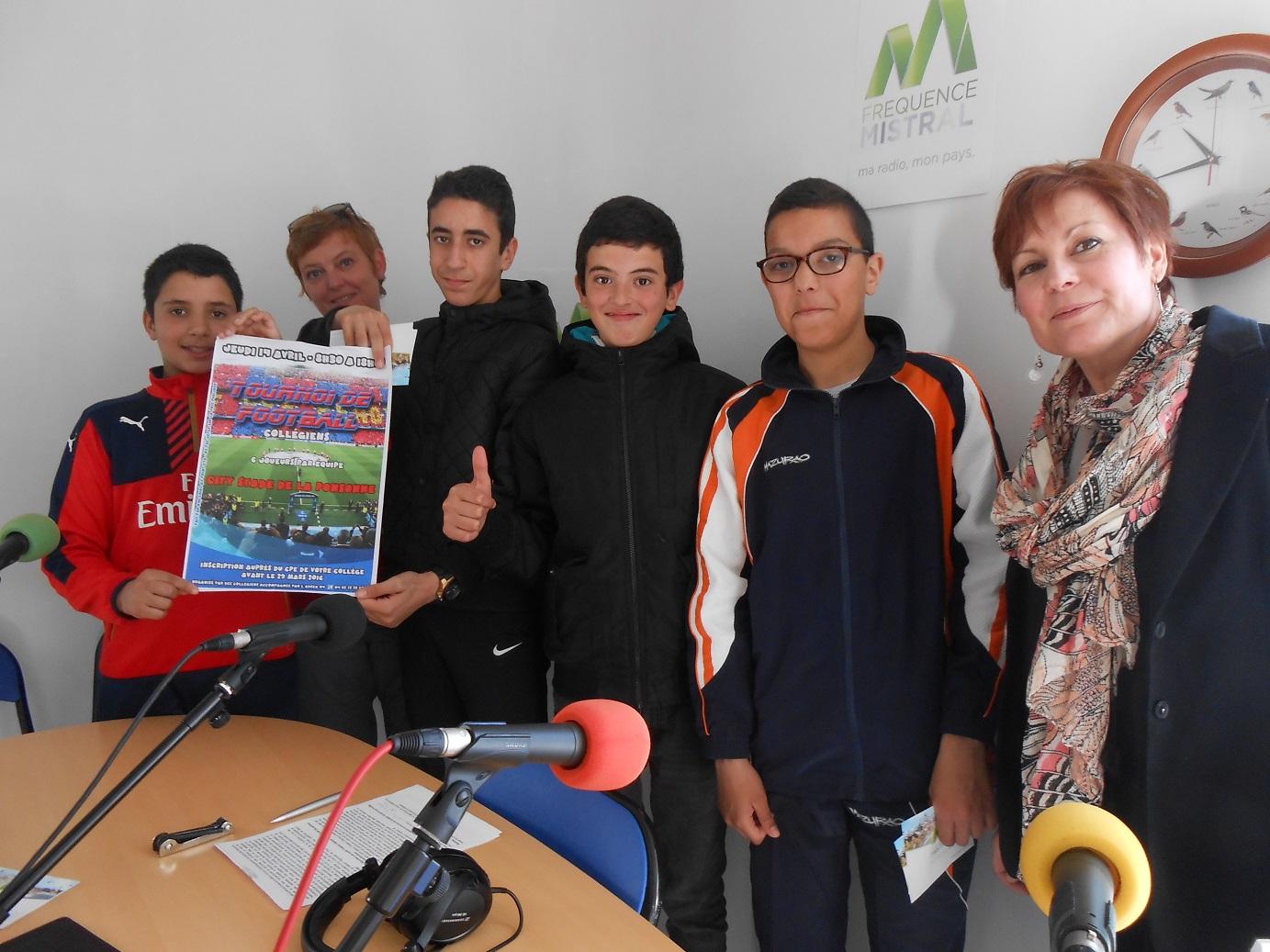 La jeunesse Manosquine organise un tournoi de football.