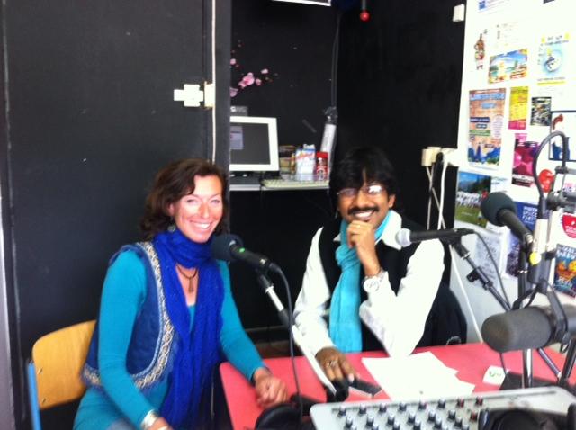 Supriyo Dutta et Susannah Wright (animatrice Fréquence Mistral)