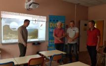 Des vidéoprojecteurs interactifs pour les écoles dignoises