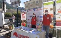 Sisteron : un stand de la FNE 04 sur le marché