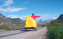 En Haute-Provence, son vélo donne des ailes à son piano