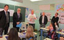 Le Député Castaner retourne dans son école primaire à Manosque.